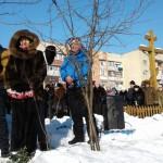 """На """"Шахті"""" в Ужгороді прихожани храму Святителя Іоанна святили воду на каналі (ФОТОЗВІТ)"""