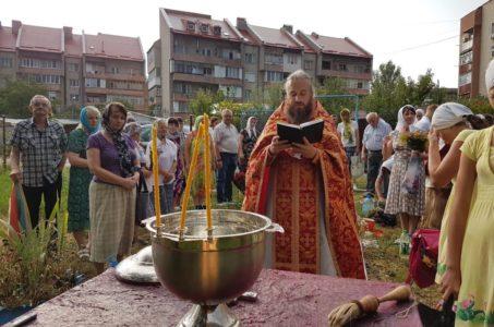 Традиційне мале освячення води в день мучеників Макавеїв на дериваційному каналі в Ужгороді (Фоторепортаж)